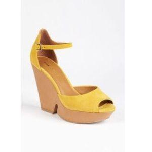 Sole Society So Audrey Heels (Mustard). EUC.